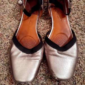 Gentle Souls by Kenneth Cole size 11 metallic gold